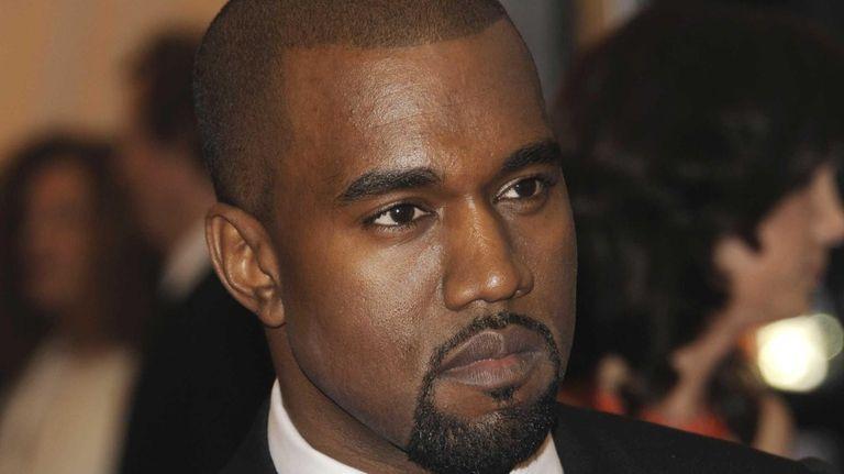 Kanye West arrives at the Metropolitan Museum