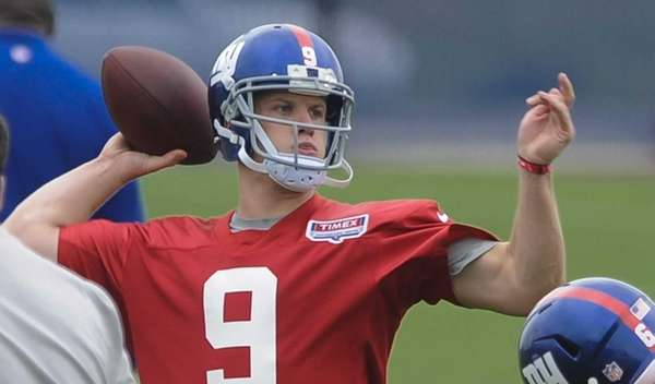 New York Giants quarterback Ryan Nassib throws a