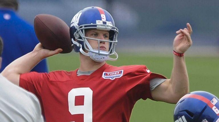 New York Giants quarterback Ryan Nassib throws a