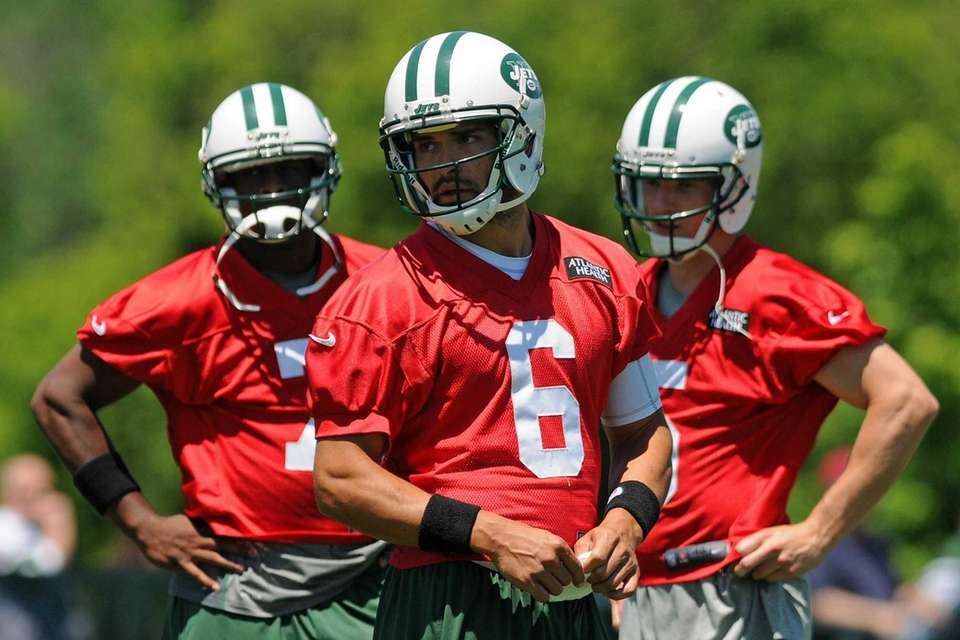 Jets quarterback Mark Sanchez, center, practices alongside fellow