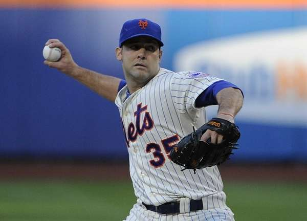 Starting pitcher Dillon Gee of the Mets delivers
