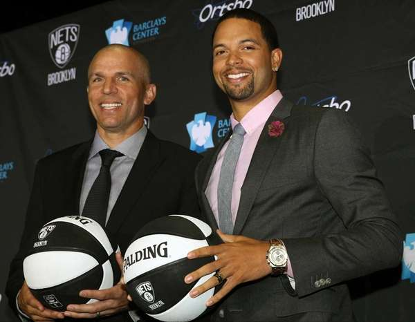 Jason Kidd and Deron Williams pose for a