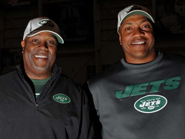 New York Jets defensive coordinator Dennis Thurman, left,
