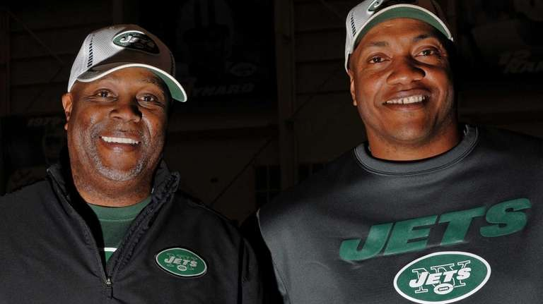 New York Jets defensive coordinator Dennis Thurman, left,