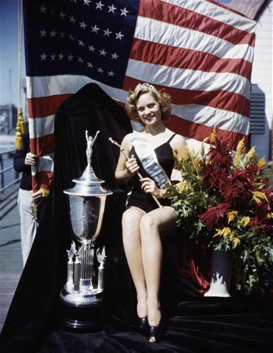 Jean Bartel, of Los Angeles, was crowned Miss