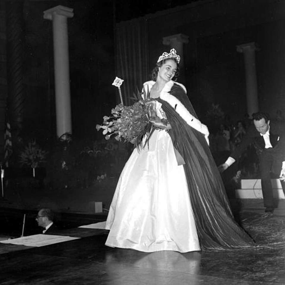 Yolande Betbeze, of Mobile, Ala., after being crowned
