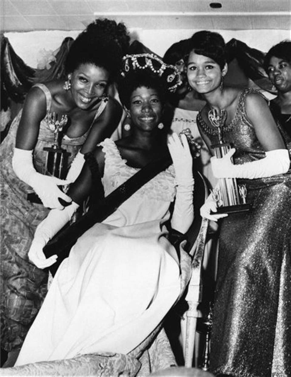 Saundra Williams, 19, center, of Philadelphia, was crowned