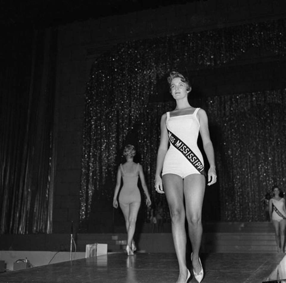 Miss America, Lynda Lee Mead, of Natchez, Missouri,