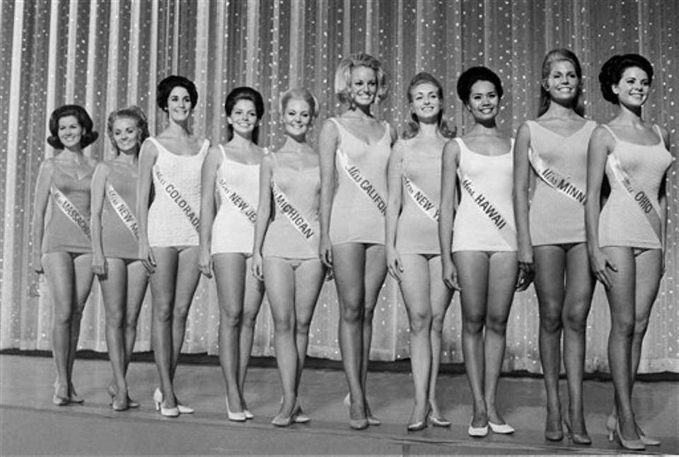 Ten semifinalists of the Miss America pageant pose