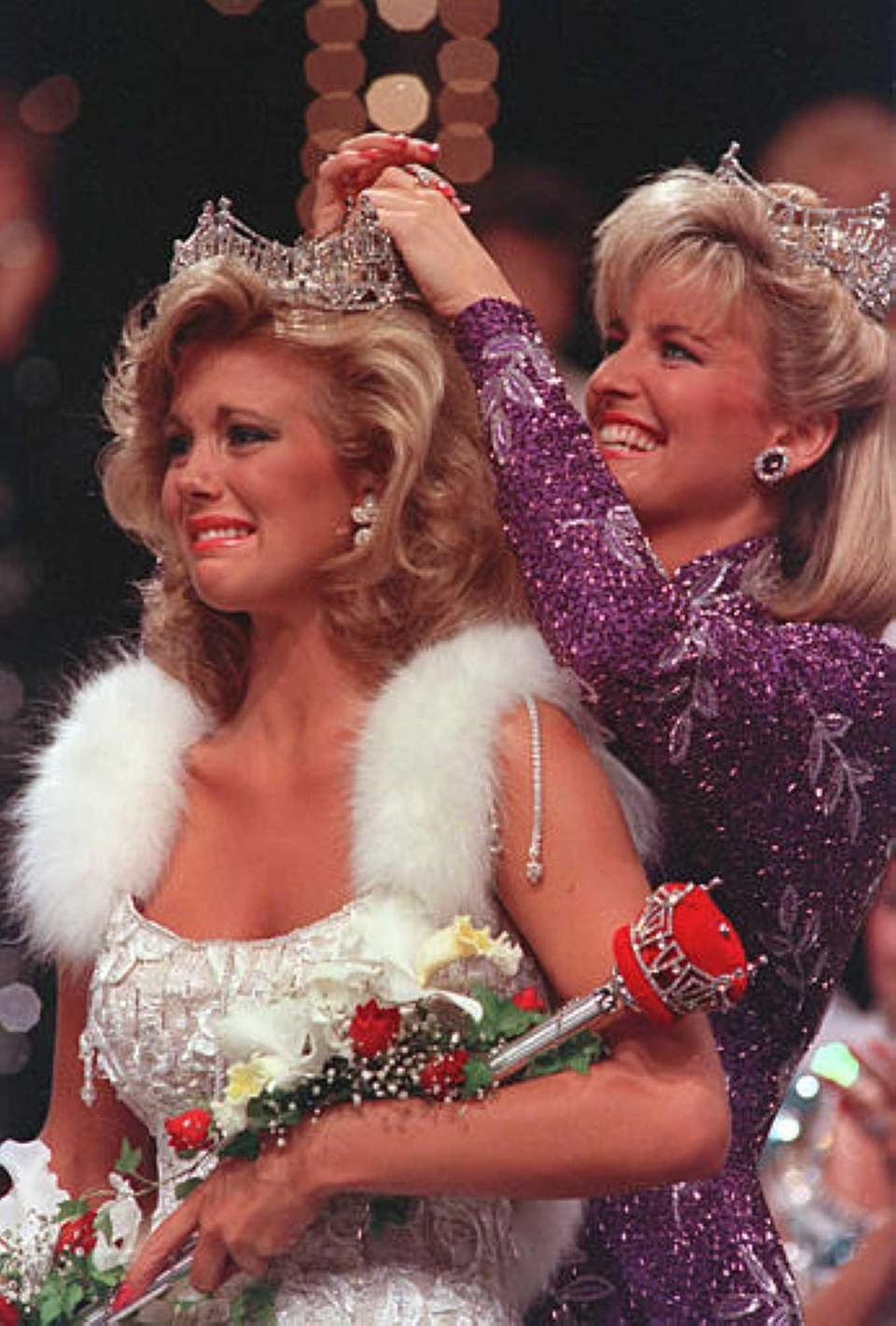 Susan Akin, of Meridian, Miss., is crowned Miss