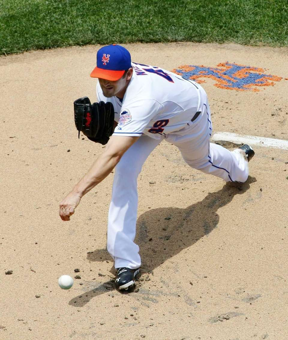 Jonathon Niese delivers a pitch against the Chicago