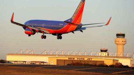 A Southwest Airline 737 plane landing at MacArthur
