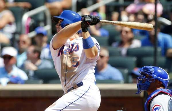David Wright follows through on a fourth-inning RBI