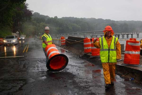 Crews open West Shore Road in Mill Neck