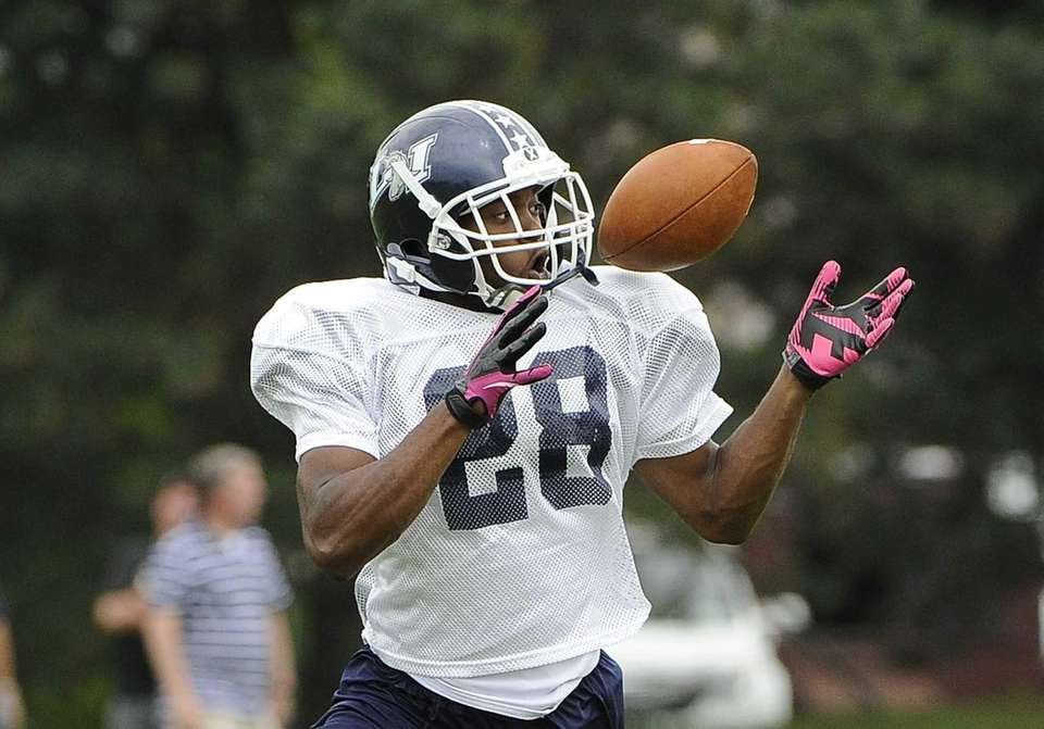 Long Island running back William Stanback practices for