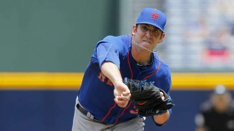 Mets starting pitcher Matt Harvey pitches in the