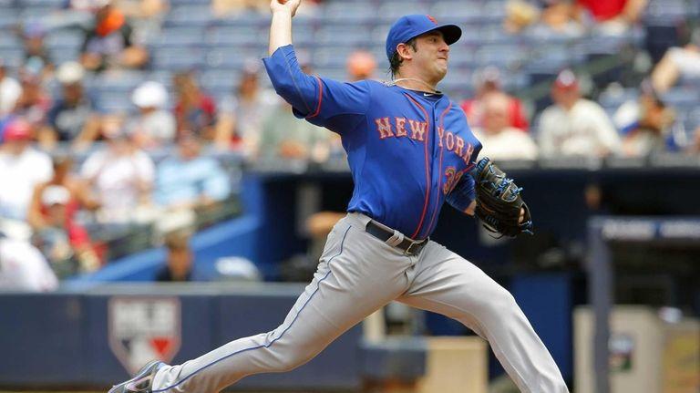 Mets starting pitcher Matt Harvey throws during the
