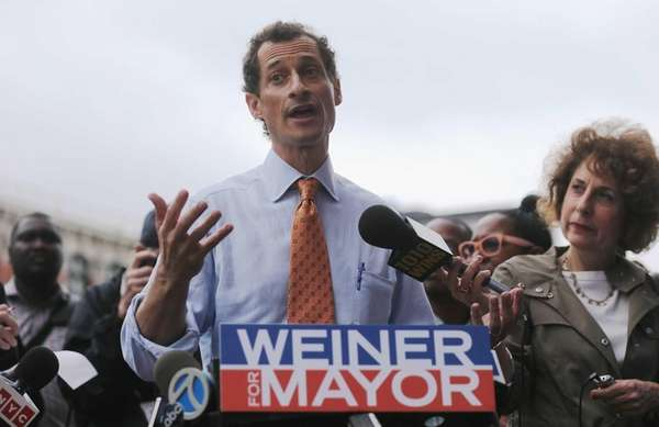 Anthony Weiner speaks to the media after courting