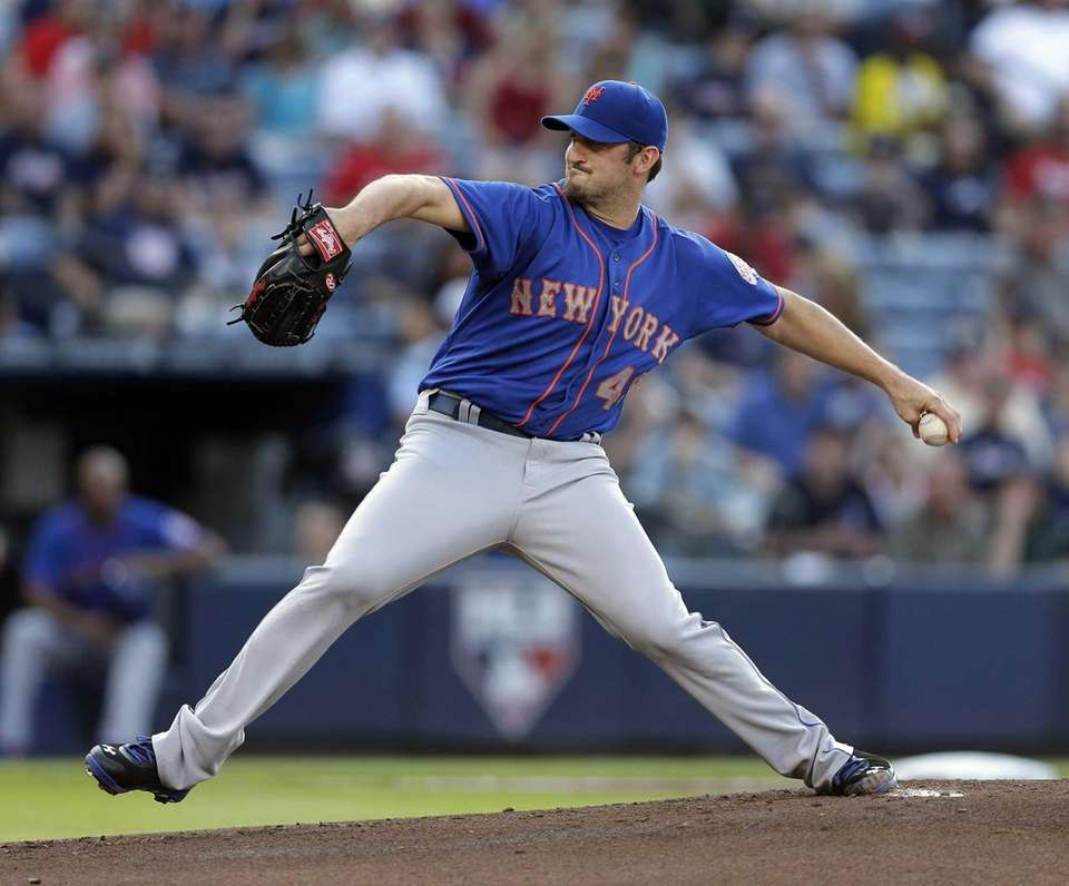 Mets starting pitcher Jonathon Niese pitches during the