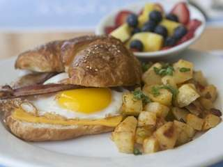 An egg sandwich is served inside a pretzel-style