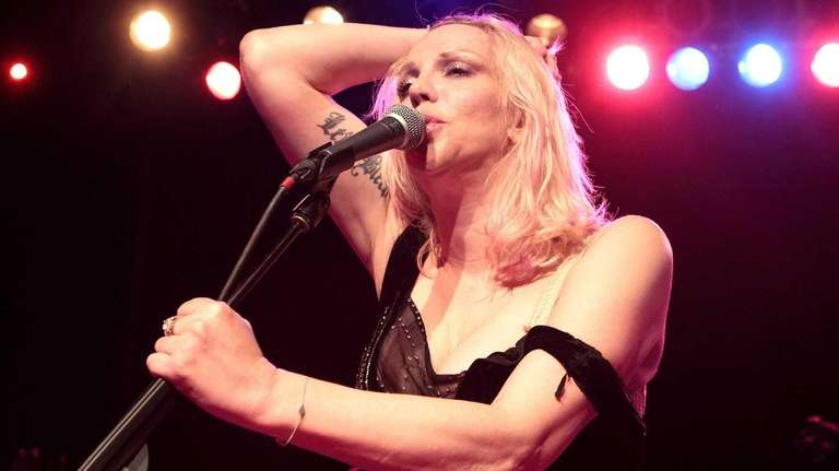 Courtney Love kicks off her 2013 tour at
