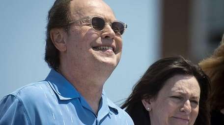 Comedian-actor Billy Crystal and his wife Janice announce
