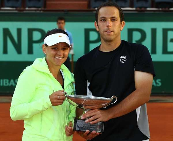 Casey Dellacqua of Australia and Scott Lipsky of