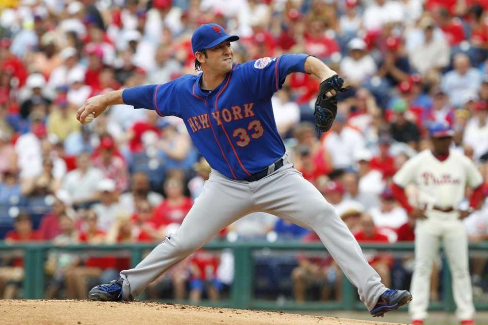 Starting pitcher Matt Harvey of the Mets throws