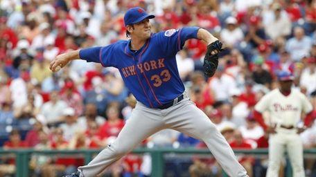 Starting pitcher Matt Harvey of the Mets throws