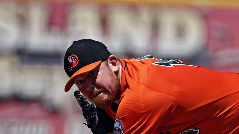 Ducks' starting pitcher Bill Murphy delivers in the