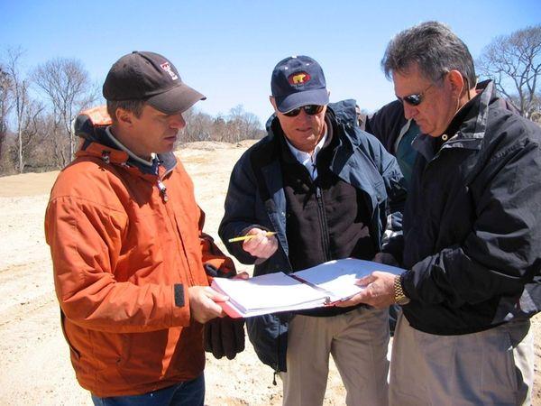 Jack Nicklaus, center, and Tom Doak, left, talk