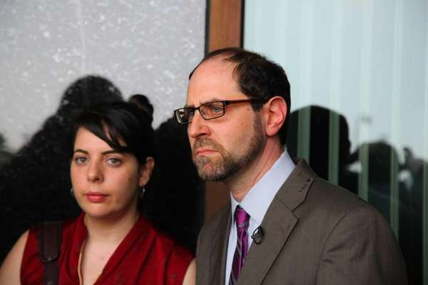 Jesse Friedman and his wife, Lisabeth, hold a news conference at the courthouse in Mineola after Nassau District Attorney Kathleen Rice released the results of a three-year review of his 1988 sex abuse case. (June 24, 2013)