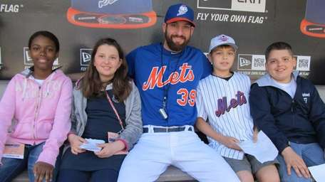 873) Mets reliever Bobby Parnell with Kidsday reporters