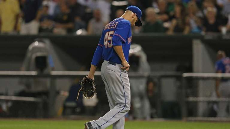 Starting pitcher Zack Wheeler of the Mets leaves