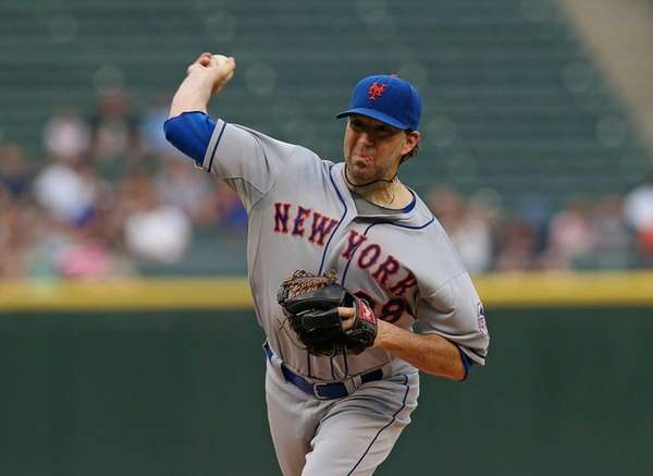 Starting pitcher Shaun Marcum of the Mets dleivers