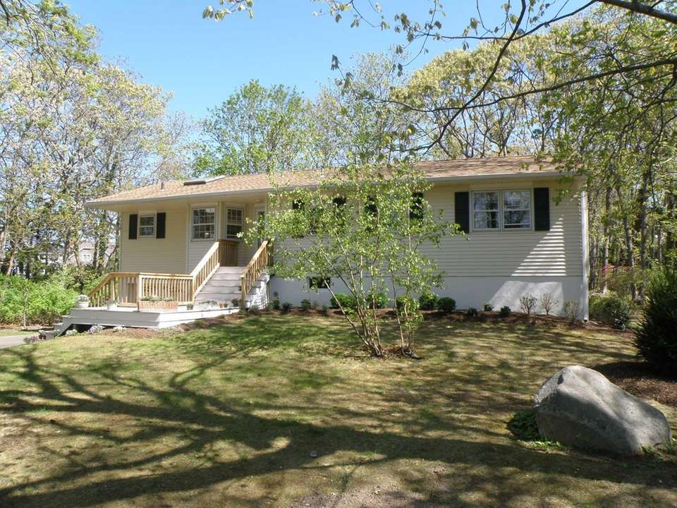 7750 Horton's Lane, SoutholdThis recently renovated ranch, with