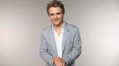 Hunter Hayes at the Wonderwall portrait studio during