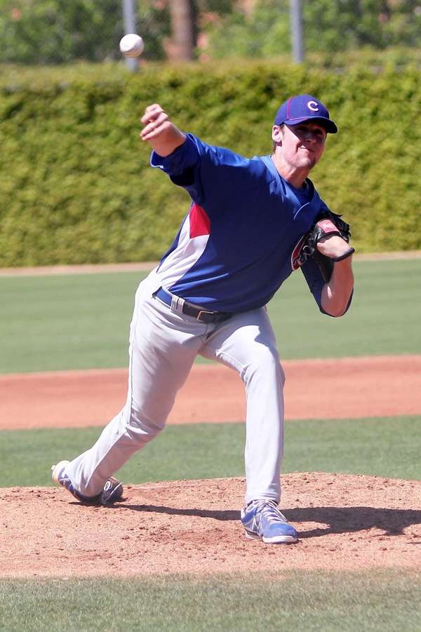 Ian Dickson, then of the Chicago Cubs, throws