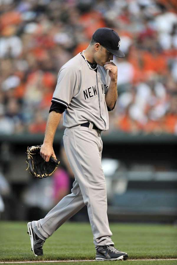 Yankees pitcher David Phelps walks to the dugout