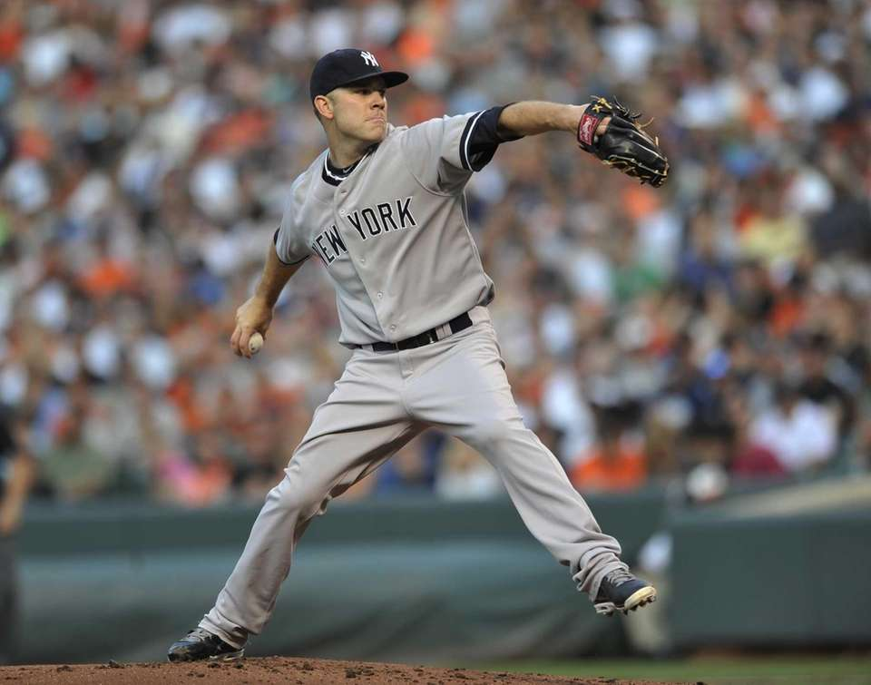 Yankees starting pitcher David Phelps delivers against the