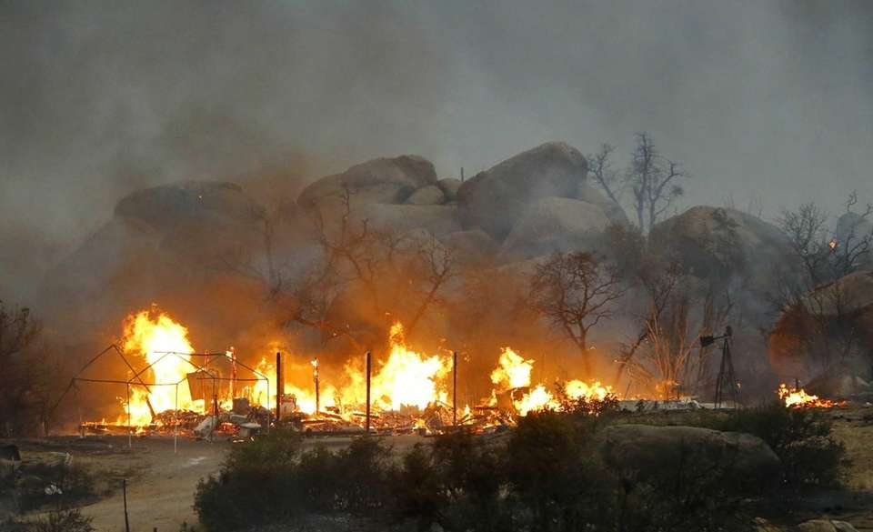 Homes burn as the Yarnell Hill fire burns