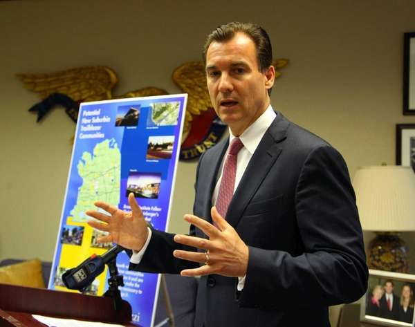 Tom Suozzi, candidate for Nassau County Executive, unveils