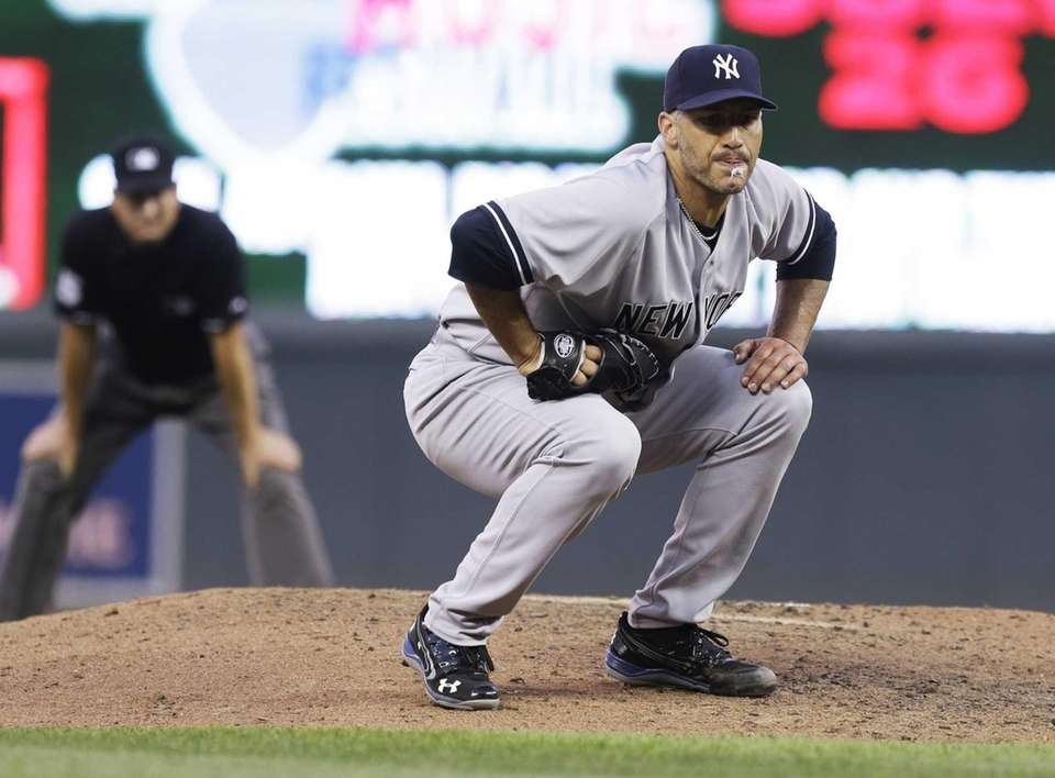 Andy Pettitte assumes a low profile after a
