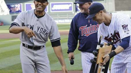 Mariano Rivera reacts to receiving the