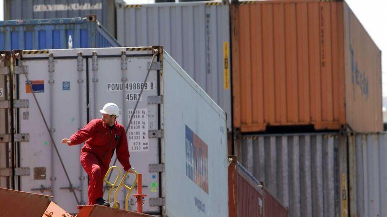 Chilean fruit cargo arrives in May in Philadelphia.