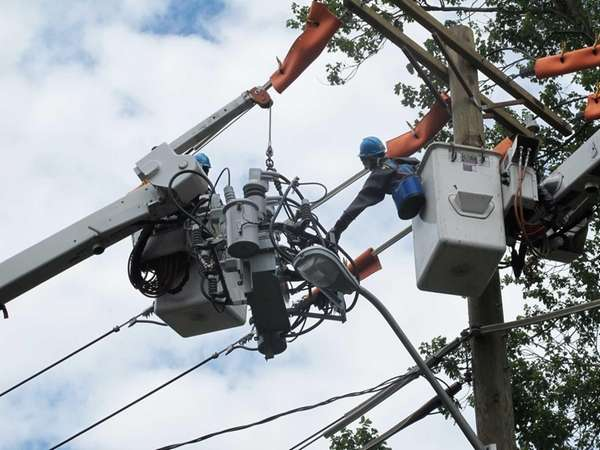 "Con Edison lineman Kevin Kavanaugh guides a ""smart"