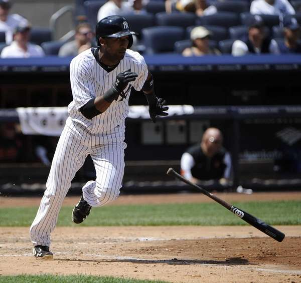 Eduardo Nunez of the Yankees singles in the