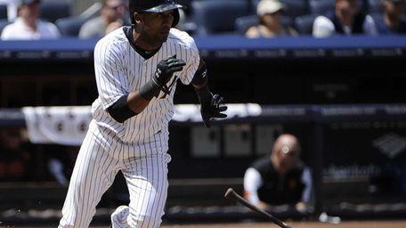 Eduardo Nunez of the Yankees singles in the