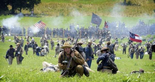 Civil War re-enactors re-create Pickett's Charge on the