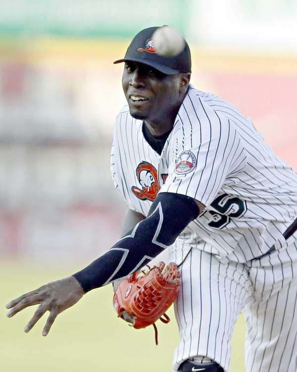 Ducks' starting pitcher Dontrelle Willis delivers during the